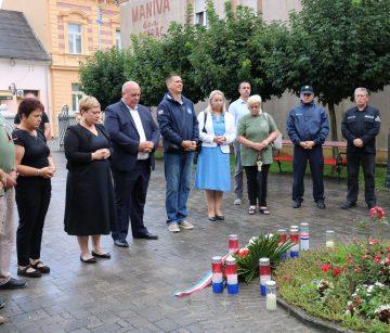 POVODOM DANA POBJEDE I DOMOVINSKE ZAHVALNOSTI  Vijenci i molitva za poginule branitelje