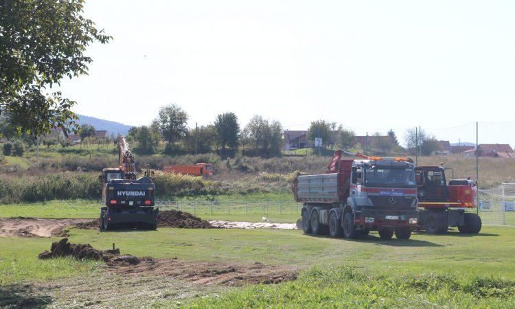 NK HAJDUK: Grade igralište s umjetnom travom