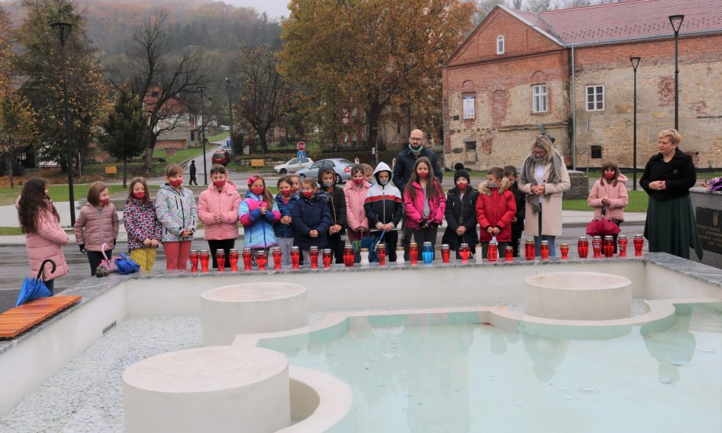 UOČI DANA SJEĆANJA: Djeca odala počast Vukovaru i Škabrnji