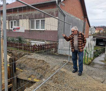 """PROBLEMI ZLATKA GRČEVIĆA S AGLOMERACIJOM: """"Oštetili su mi auto, zatvorili izlaz iz dvorišta. Gazimo po fekalijama!"""""""