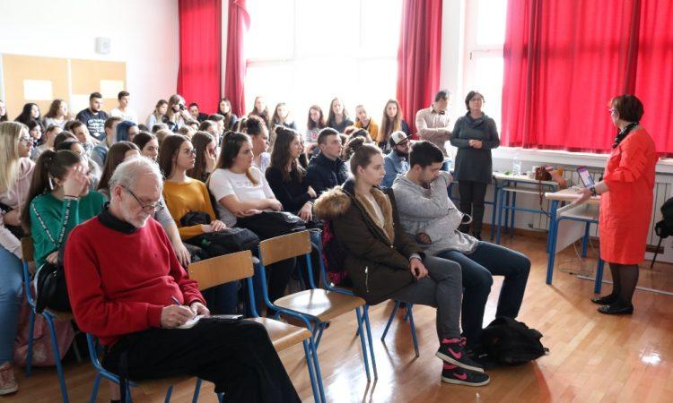 SREDNJA ŠKOLA PAKRAC Srednjoškolci o europskom parlamentarizmu